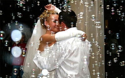 Мильні бульбашки на перший танець весілля. Оренда мильних бульбашок для весілля